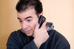 mężczyzna jego telefon Fotografia Royalty Free