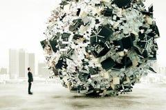Mężczyzna jest przyglądający duży ładunek biurowa praca Obraz Stock