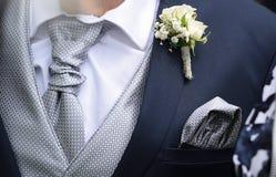 Mężczyzna jest ubranym eleganckiego kostium Obrazy Royalty Free