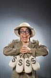 Mężczyzna jest ubranym safari kapelusz w śmiesznym pojęciu Obrazy Royalty Free
