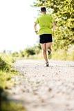 Mężczyzna jogging w lecie na wiejskiej drodze Obraz Stock