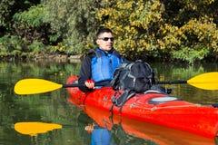 Mężczyzna kayaking na rzece Obraz Royalty Free