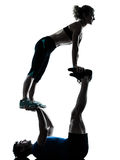 Mężczyzna kobieta ćwiczy akrobatyczną trening sprawności fizycznej sylwetkę Fotografia Stock