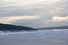Mężczyzna kolarstwo na górze lodowa Fotografia Royalty Free