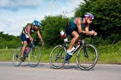Mężczyzna kolarstwo w triatlon zdjęcie stock