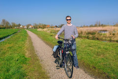 Mężczyzna kolarstwo w wsi Obrazy Royalty Free