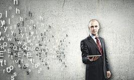 mężczyzna komputeru osobisty pastylki używać Obraz Stock