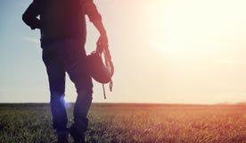 Mężczyzna kowbojski kapelusz i loso w polu Amerykański rolnik w f Obraz Stock