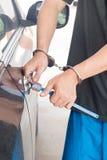 Mężczyzna kraść samochód Obrazy Royalty Free