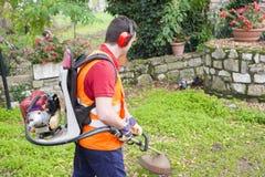 Mężczyzna krawędzi pracująca drobiażdżarka Obrazy Royalty Free