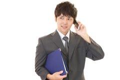 Mężczyzna który opowiada na mądrze telefonie Fotografia Stock