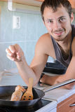 Mężczyzna kucharstwo Obraz Royalty Free