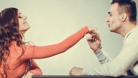 Mężczyzna męża całowania kobiety ręka pary miłość Obraz Stock