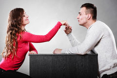 Mężczyzna męża całowania kobiety ręka pary miłość Obrazy Stock