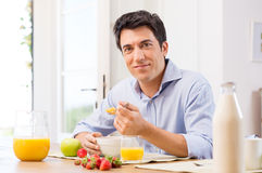 Mężczyzna Ma śniadanie Obraz Royalty Free
