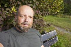 Mężczyzna ma odpoczynek outdoors Fotografia Stock