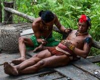 Mężczyzna Mentawai plemię robi tatuażowi Obrazy Royalty Free