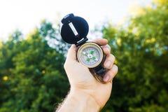 Mężczyzna mienia kompas Obrazy Royalty Free
