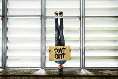 Mężczyzna mienia mowy znaka Don ` t Skwitowany pojęcie Fotografia Royalty Free