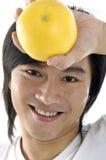 Mężczyzna mienia owoc zdjęcia royalty free