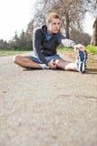 mężczyzna mieszający biegowy rozciąganie Fotografia Stock