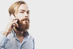 mężczyzna mobilni opowiada potomstwa fotografia royalty free