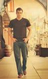Mężczyzna mody spacer Obrazy Royalty Free