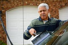 Mężczyzna Myje Jego samochód Zdjęcia Stock