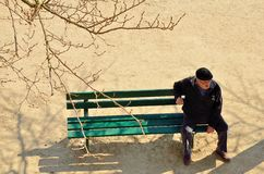 Mężczyzna na ławce Zdjęcia Stock