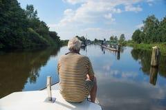 Mężczyzna na łodzi Obraz Royalty Free