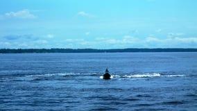 Mężczyzna na jetski bieg na wodzie zbiory wideo