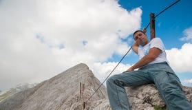 Mężczyzna na Koncheto szczycie na Halnym Pirin Obrazy Stock