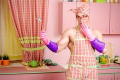 Mężczyzna na kuchni Zdjęcie Royalty Free