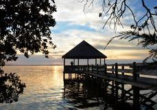 Mężczyzna na molu na jeziorze przy zmierzchem Obrazy Stock
