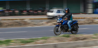 Mężczyzna na motocyklu w Kathmandu, Nepal Fotografia Royalty Free