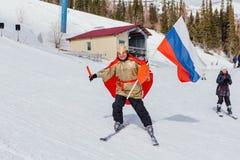 Mężczyzna na narcie w karnawałowym kostiumu Fotografia Stock