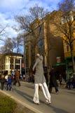 Mężczyzna na skokowych stilts Obrazy Stock