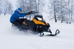 Mężczyzna na snowmobile w zimy górze Obrazy Royalty Free