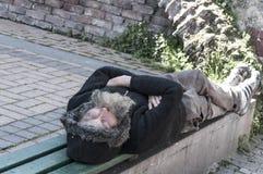 mężczyzna na zewnątrz śpi fotografia royalty free