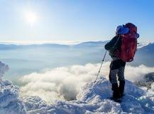 Mężczyzna nad chmury fotografia stock