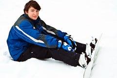 mężczyzna narządzania przejażdżka siedzi śnieg fotografia royalty free