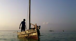 Mężczyzna narządzanie dla łowić Zdjęcie Stock