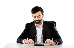 Mężczyzna newtonu poruszające piłki w biurze Zdjęcie Stock