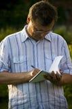 mężczyzna notatek zabranie Zdjęcie Royalty Free