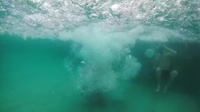 Mężczyzna nur w basenie zbiory