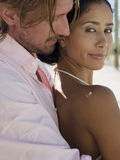 Mężczyzna obejmowania kobieta Od Behind Zdjęcie Royalty Free