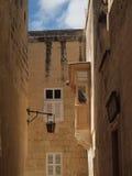Mężczyzna obrazu balkonu dach w Malta Obrazy Royalty Free