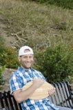 Mężczyzna obsiadanie na ławce Obrazy Royalty Free