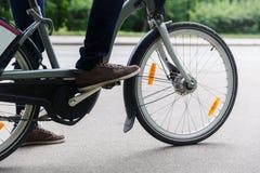 Mężczyzna obsiadanie na bicyklu Wizerunek bez twarzy Obraz Royalty Free