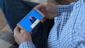 Mężczyzna ogląda prezydenta Putin zdjęcie wideo